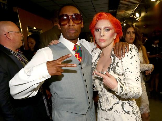 Raphael Saadiq e Lady Gaga no Grammy, em Los Angeles, nos Estados Unidos (Foto: Christopher Polk/ Getty Images/ AFP)