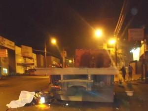 Condutor da motoneta se chocou em um caminhão estacionado (Foto: Polícia Militar/Divulgação)