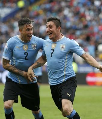 Cristian Rodriguez  Uruguai x Jamaica (Foto: Reuters)