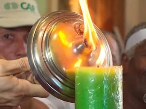 Tocha simbólica do Dois de Julho foi acesa e deixou Cachoeira nesta quinta-feira (30) (Foto: Imagem/TV Bahia)