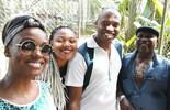 Jaque Santtos se diverte em zoológico nas férias com a família