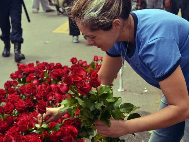 Dia de Finados em Pouso Alegre, MG, também é dia de comércio (Foto: Daniela Ayres/ G1)