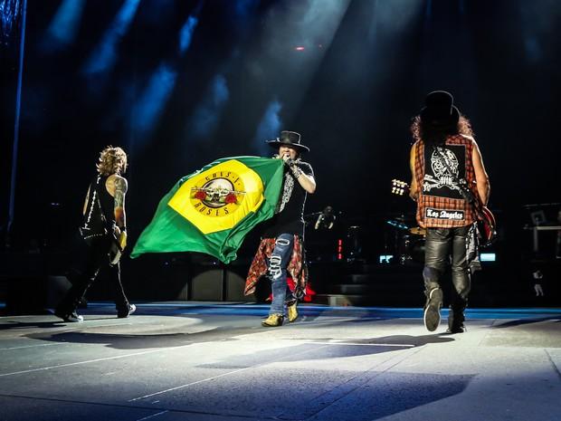 Axl Rose exibe bandeira do Brasil (Foto: Katarina Benzova/Divulgação )