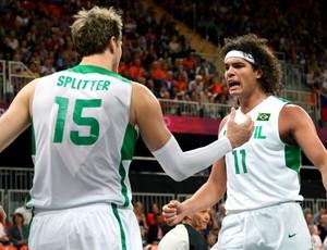 Splitter e Varejão Brasil x Austrália basquete (Foto: Getty Images)