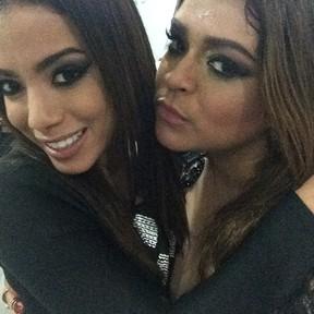 Anitta e Preta Gil nos basidores de show no Rio (Foto: Instagram/ Reprodução)