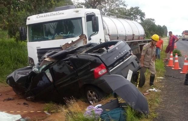 Três pessoas morrer e uma fica ferida em acidente na GO-139 Goiás, Caldas Novas (Foto: Reprodução/TV Anhanguera)