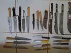 Agentes flagram saco com 23 facas jogadas sobre muro de presídio no RN