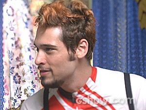 Renato não gosta de ouvir Nando falar mal de Juliana