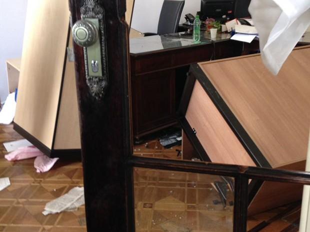 Sala quebrada após invasão na Alerj (Foto: Rafael Wallace/Alerj)