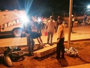 Jovem perdeu controle após empinar moto em Porto Velho (Foto: Reprodução/ WhatsApp)