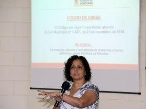 Arquiteta Maíra Sfeir apresentou sugestões (Foto: Assis Cavalcante)