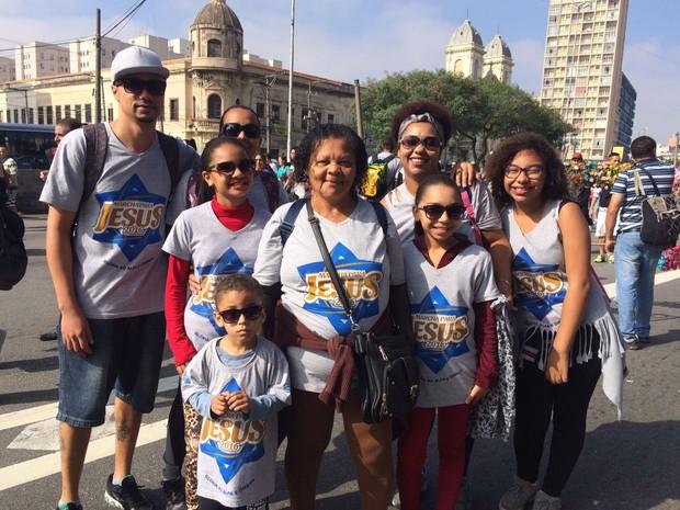 Cirlenita Marques, de 65 anos, foi ao evento com filhos e netos (Foto: Gabriela Gonçalves/G1)