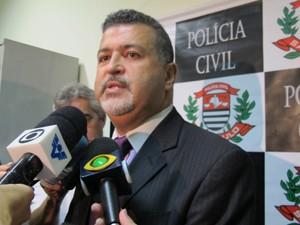 Delegado fala sobre a prisão dos suspeitos (Foto: Anna Gabriela Ribeiro/G1)