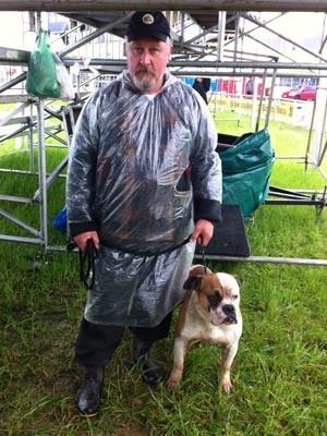 Ralf Bender e o cão Trombada (Foto: Felipe Truda/G1)