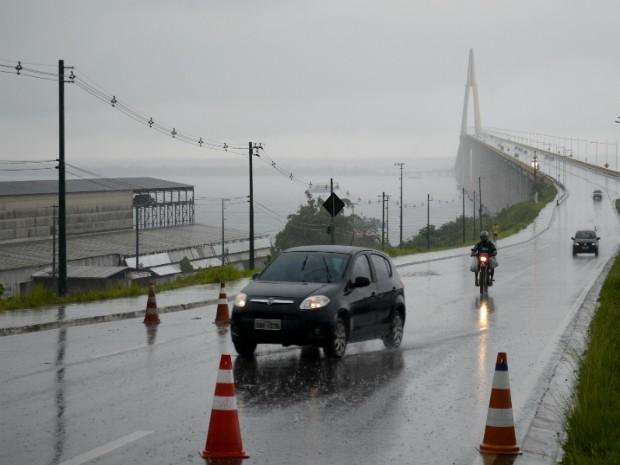 Ponte Rio Negro é uma das alternativas de saída da capital durante feriado (Foto: Abinoan Santiago/AM)