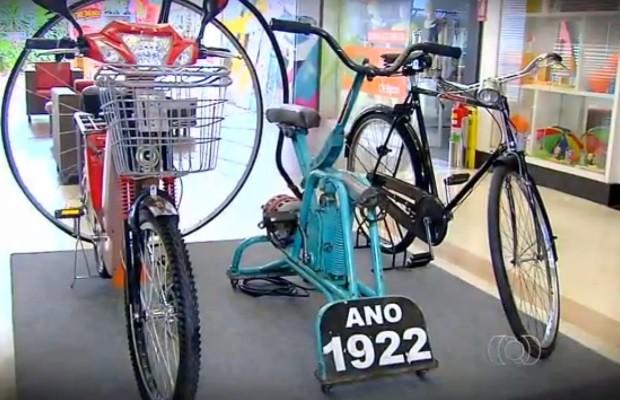 Exposição traz modelos de bicicletas antigas Goiás Goiânia (Foto: Reprodução/TV Anhanguera)