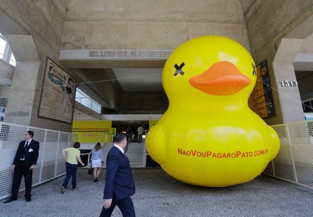 """Pato da campanha """"Não vou pagar o pato"""", da Fiesp (Foto: Reprodução/Facebook)"""