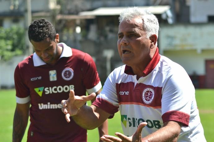 Vevé, técnico da Desportiva Ferroviária (Foto: Henrique Montovanelli/Desportiva Ferroviária)