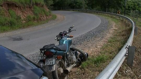 Motociclista morre após bater de frente com carro em rodovia
