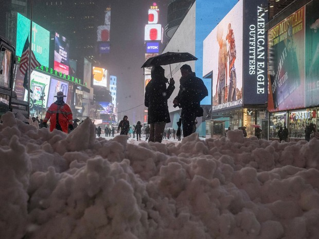 Nevasca atinge Nova York; prefeito pede para pessoas não saírem de casa (Foto: AP)
