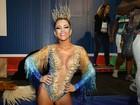 Tânia Oliveira se emociona em estreia como rainha de bateria: 'Nunca sonhei'