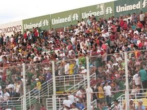 Estádio Ronaldo Junqueira em dia de jogo. (Foto: Priscila Loiola)