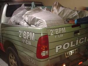 Droga preencheu carro da PM (Foto: Polícia Militar/Divulgação)
