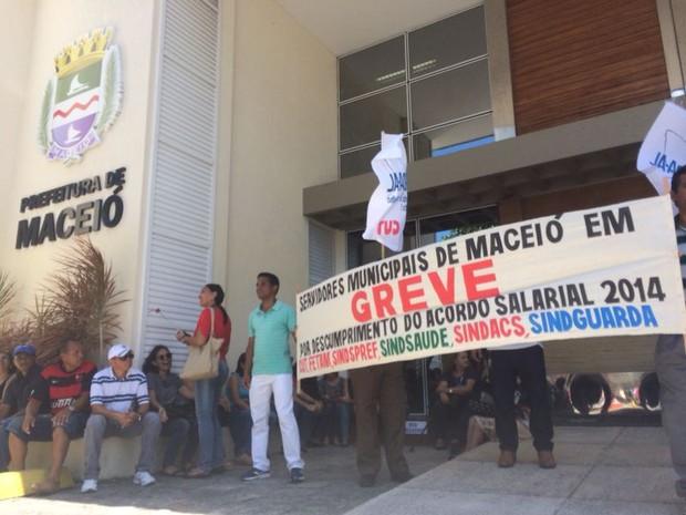 Categoria deflagrou greve geral na última semana (Foto: João Vitor Corrêa/G1)