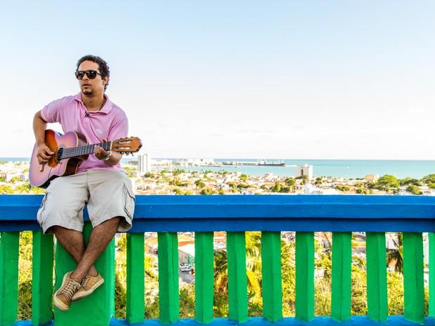 Thiago comemora sucesso do primeiro álbum solo (Foto: Jonathan Lins/G1)