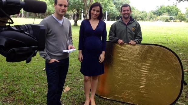 Sonia e João e o auxiliar Tiago Maia gravaram no Parque da Luz (Foto: Mateus Castro/RBS TV)