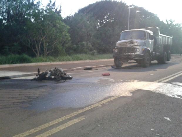 Acidente foi no prolongamento da avenida Ernesto Geisel (Foto: José Aparecido/ TV Morena)