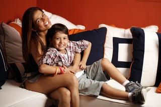 Nívea Stelmann e o filho Miguel (Foto: Marcos Serra Lima/EGO)