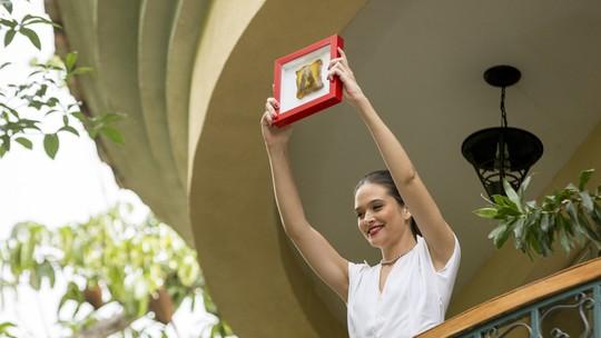 Cassandra vê imagem de Kim Kardashian em um pedaço de pão e deixa todo mundo maluco