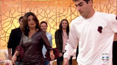 Fátima aprende a coreografia de 'Despacito'