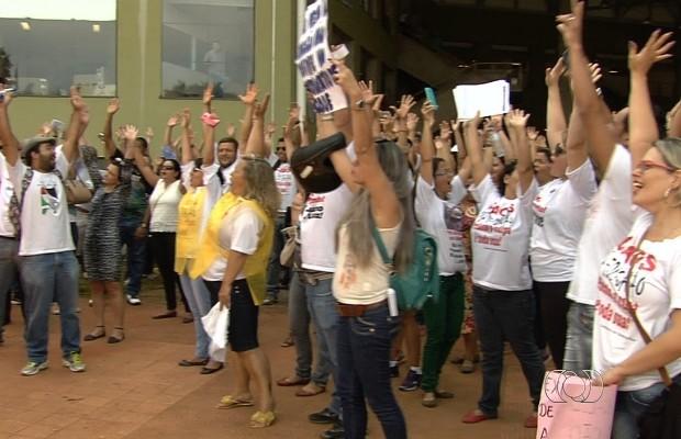 Grevistas decidiram manter paralisação após assembleia em Goiânia, Goiás (Foto: Reprodução/TV Anhanguera)