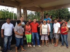 Vigilantes foram para rua cobrar salários atrasados, em Macapá (Foto: Abinoan Santiago/G1)