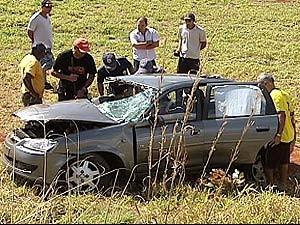Carro tinha seis passageiros, número acima do permitido (Foto: Reprodução/TV Integração)