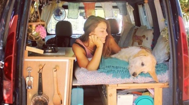 Marina e Odie dentro da van adaptada (Foto: Reprodução Instagram)