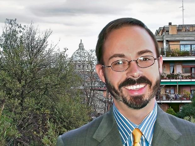 EX-PAPA John L. Allen Jr.,  em Roma. O escritor afirma que a renúncia será a maior marca do pontificado  de Bento XVI  (Foto: divulgação)
