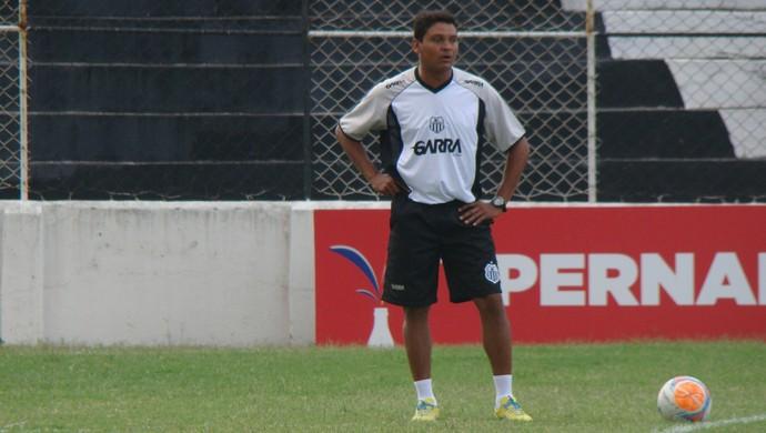 Tecnico do Central, Humberto Santos (Foto: Vital Florêncio / GloboEsporte.com)