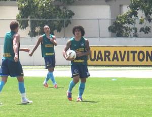 Márcio Azevedo treino Botafogo (Foto: André Casado / Globoesporte.com)