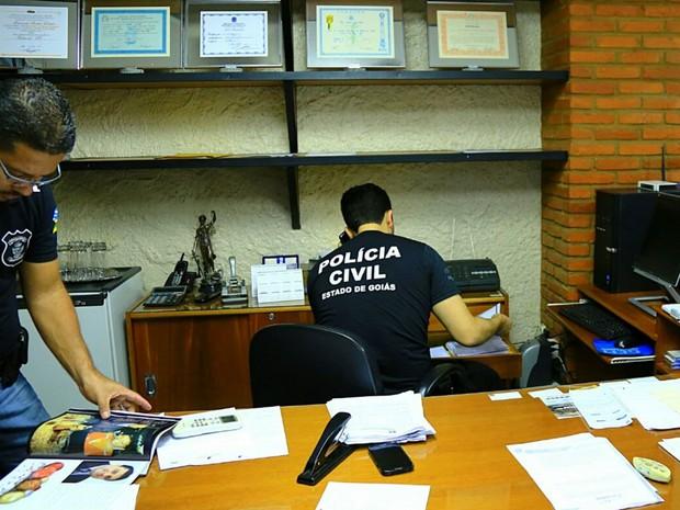 Policiais fazem operação contra fraudes em licitações da Prefeitura de Palmelo, Goiás (Foto: Wildes Barbosa/ SSP-GO)