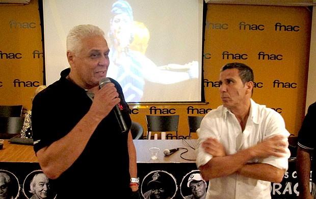 Eri Johnson e Roberto Dinamite no lançamento do DVD do Vasco  (Foto: Rafael Cavalieri / Globoesporte.com)