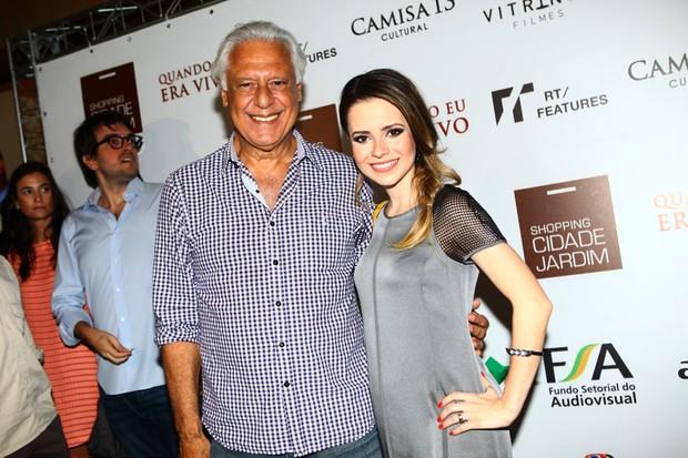 Antônio Fagundes e Sandy na pré-estreia de Quando eu Era Vivo (Foto: Iwi Onodera / EGO)