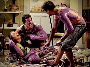 E eles caem na gargalhada com a brincadeira! (Foto: Avenida Brasil/TV Globo)