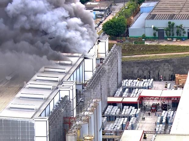 Incêndio em galpão em Guarulhos (Foto: Reprodução/TV Globo)
