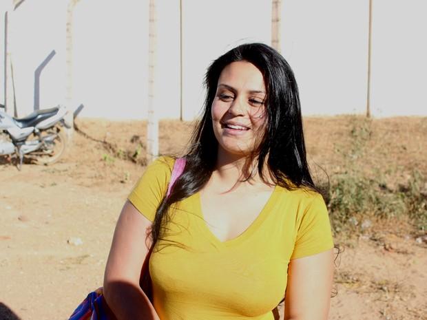 Ingrid Calheiros disse estar procurando emprego em Montes Claros. (Foto: Valdivan Veloso/G1)