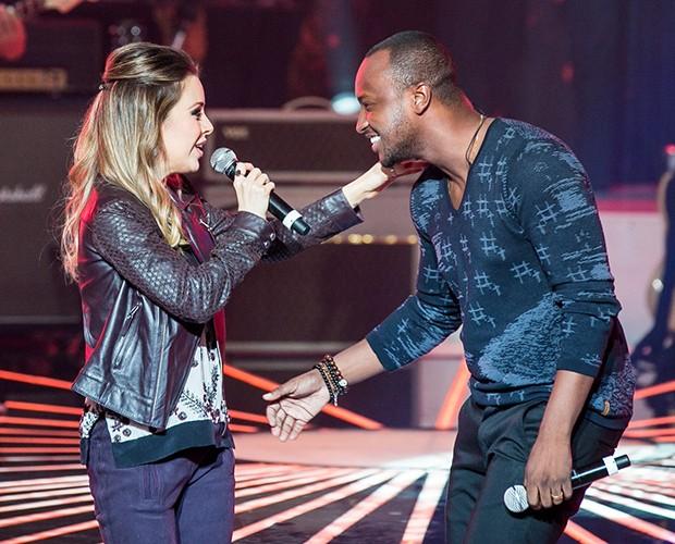 """Sandy e Thiaguinho cantaram """"Sina"""", de Djavan, no palco do SuperStar (Foto: Isabella Pinheiro/ Gshow)"""