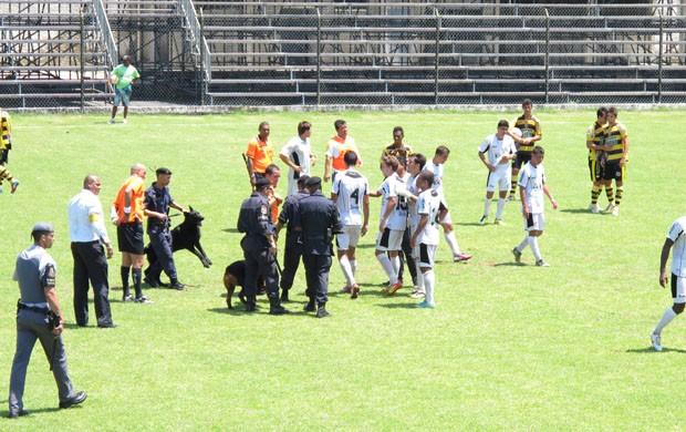 Jogo entre São Vicente e Novorizontino terminou em confusão (Foto: Fúlvio Feola)