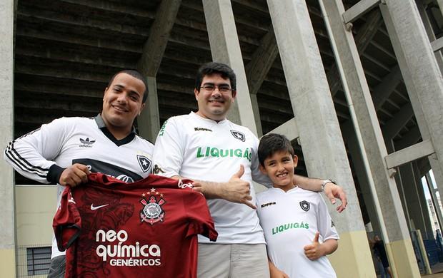 Corintiano quase arruma confusão nas bilheterias da Arena (Foto: Cleber Akamine/Globoesporte.com)